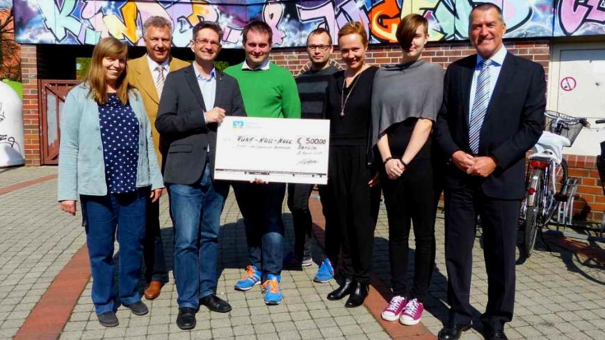 Spendenübergabe an KJC Barnetstraße
