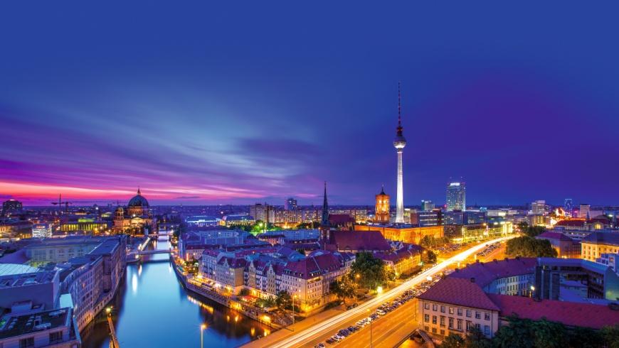 Smart City Berlin bei Nacht