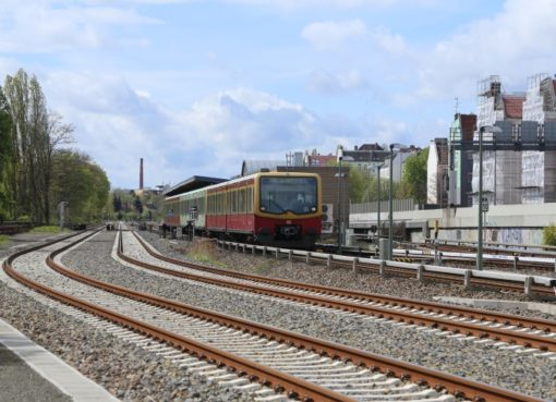 S-Bahn am Bhf: Bundesplatz