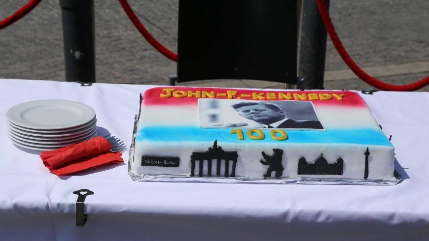 Geburtstagskuchen: 100 Jahre John F. Kennedy