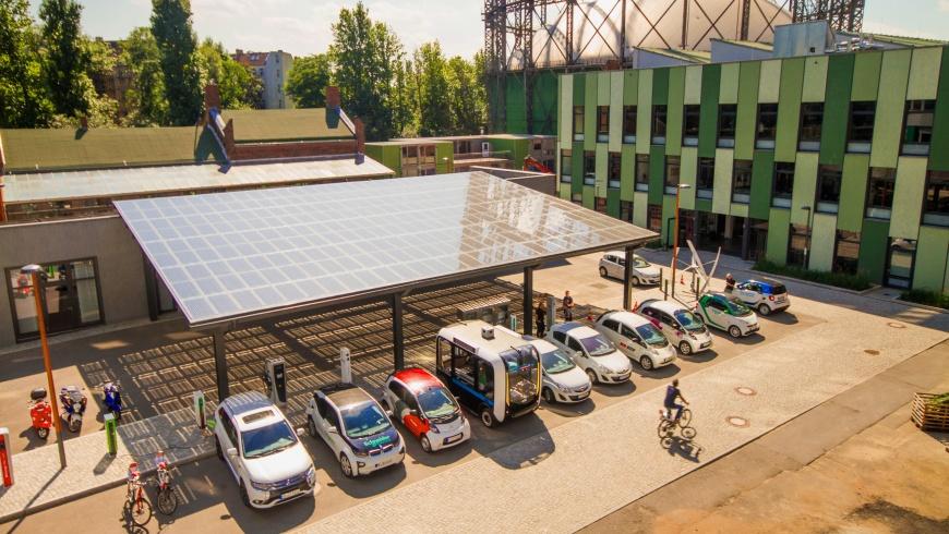 Solarport mit Elektrofahrzeugen
