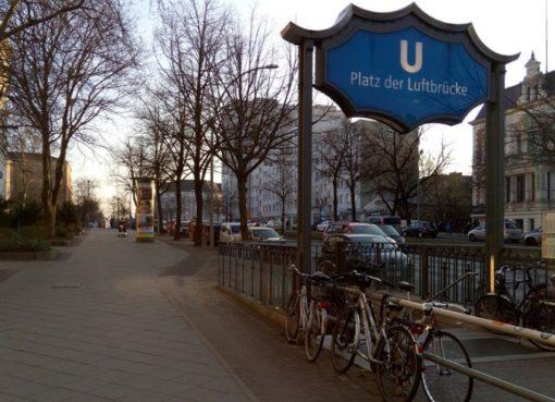 Eingang U-Bhf. Platz der Luftbrücke