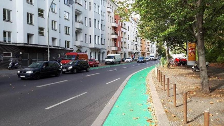 Katzbachstraße mit grünem Radstreifen