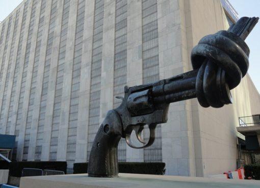 "Skulptur ""Non-Violence"""