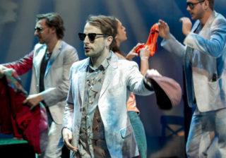 """Junges Schauspiel Düsseldorf mit """"Paradies"""" - auf dem Bild: Denis Geyersbach, Bernhard Schmidt-Hackenberg, Marie Jensen, Eduard Lind"""