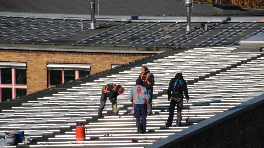 Solarmontage auf Schuldach