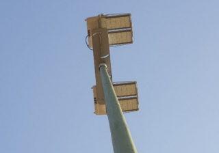 Detail: Flutlichtmast mit LED