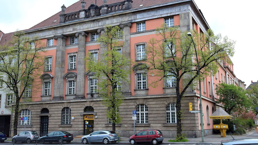 Postgebäude Tempelhofer Damm 165
