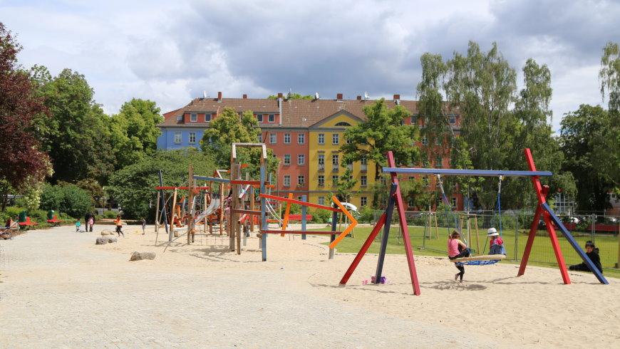 Spielplatz auf dem Alarichplatz mit Balancier- und Kletterlandschaft - Foto: Michael Springer