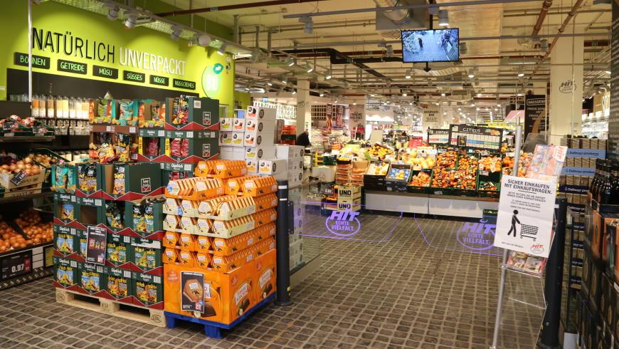 Eingangsbereich mit Biomarkt, Unverpackt-Waren und Obst & Gemüsemarkt im HIT Ullrich am Mariendorfer Damm - Foto: tsz