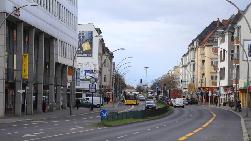 """""""Bussonderstreifen mit Radverkehrsnutzung"""" auf dem Tempelhofer Damm - Foto:tsz"""