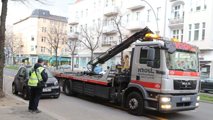 Fahrzeugumsetzung auf dem Tempelhofer Damm