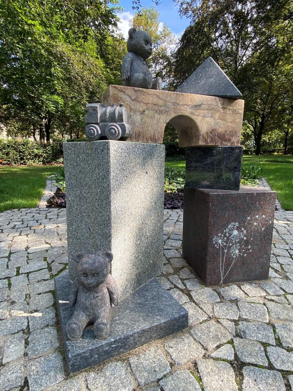 Denkmal für Sternenkinder von Haase/Rüdiger - Foto: © Bezirksamt Tempelhof-Schöneberg